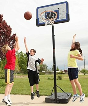 3 kids playing basketball