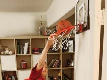 kid dunking